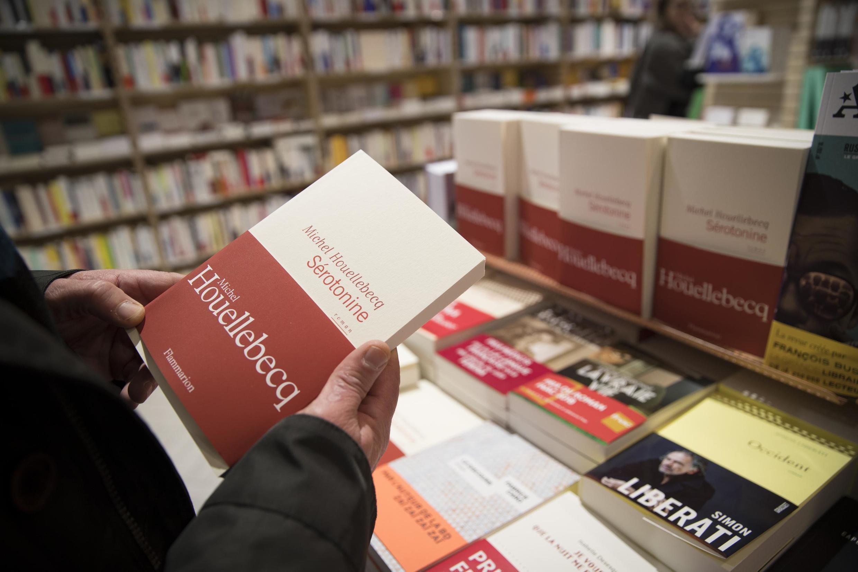 رمان سروتونین در صدها هزار نسخه در ماه ژانویه وارد کتابفروشی ها شد