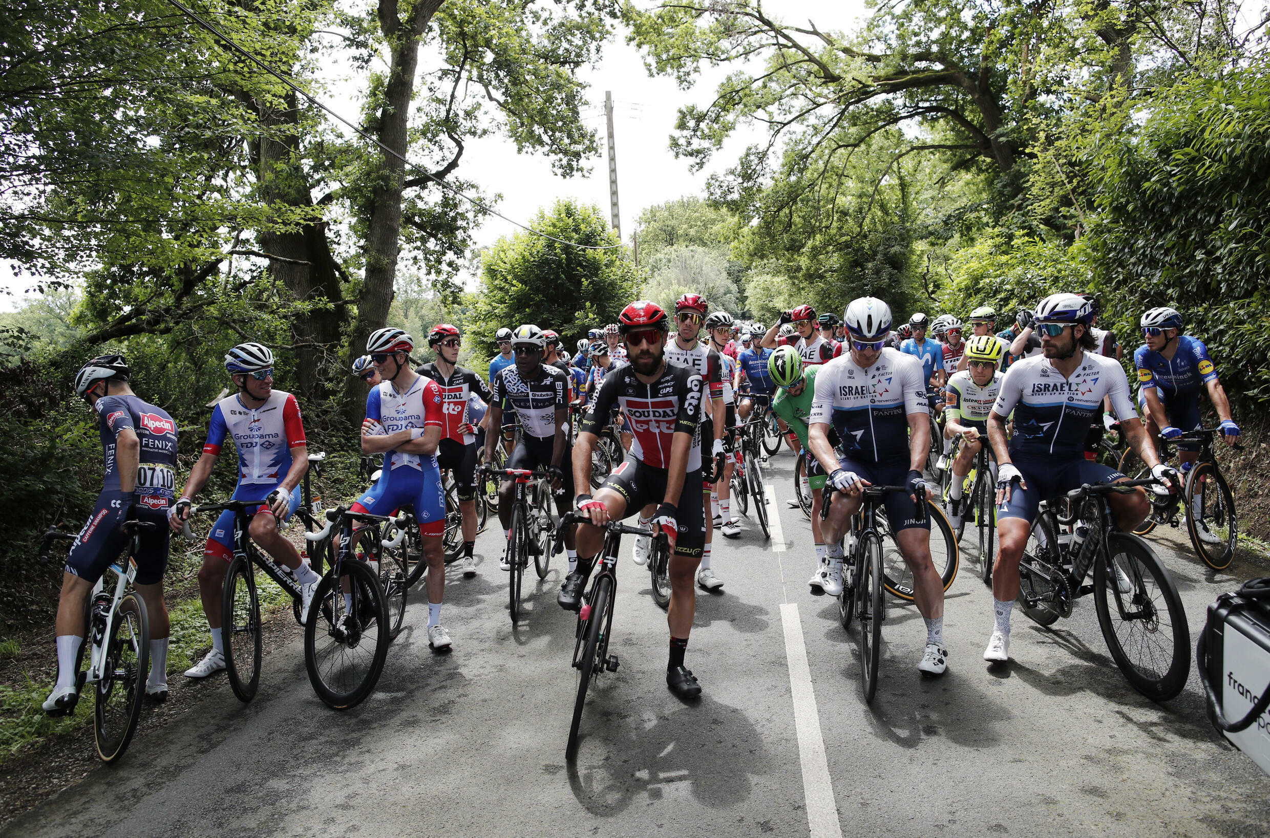 2021-06-29T120009Z_1568046769_UP1EH6T0XC7L8_RTRMADP_3_CYCLING-FRANCE