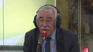 Pierre Radanne dans les studios de RFI.