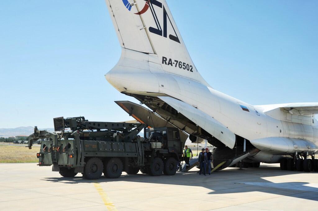 Hệ thống phòng thủ tên lửa S-400 của Nga bán cho Thổ Nhĩ Kỳ đã được đưa đến Ankara ngày 27/08/2019.