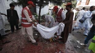 在巴基斯坦一座基督教教堂門外發生爆炸襲擊