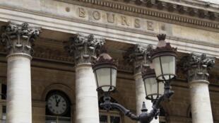 A bolsa de Paris oscila nesta sexta-feira, 12/08/2011.