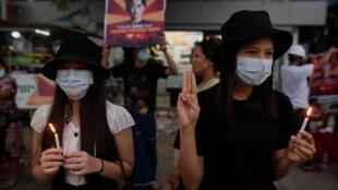 Malgré le durcissement de la répression, les appels à la désobéissance civile continuent en Birmanie.