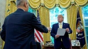 Presidente americano, Trump e vice-primeiro ministro chinês, Liu He, na Casa Branca