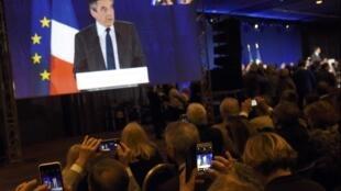 François Fillon, ici en meeting à Nice le 11 janvier, va tenter de relancer sa campagne pour l'élection présidentielle ce dimanche soir à La Villette à Paris.