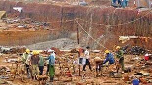 Công trường khai thác bauxite Tân Rai (Reuters)