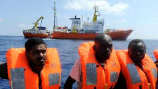Người vượt biển được SOS Mediterranee và Y Sĩ Không Biên Giới vớt được tại vùng biển ngoài khơi Libya, 10/08/2018.