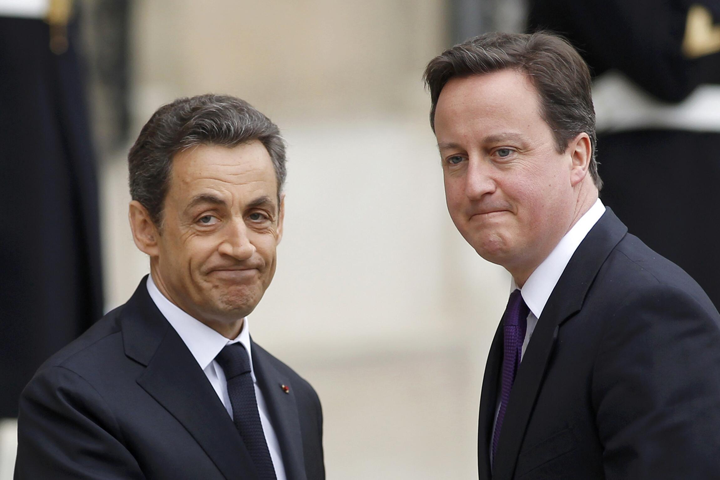 Nicolas Sarkozy con el 'premier' británico, David Cameron.