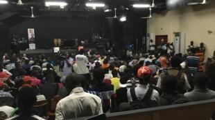 Rencontre avec la jeunesse centrafricaine, dans la salle des spectacles de l'Alliance Française de Bangui.