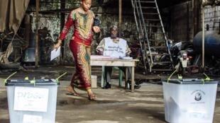 Dans un bureau de vote de Conakry, le samedi 28 septembre 2013 (photo d'illustration).