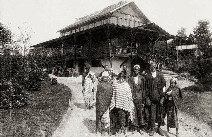 A postcard of the Congo pavilion in 1907