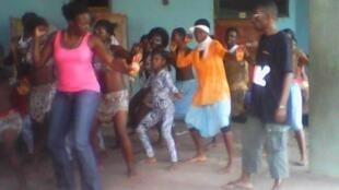 Les jeunes de la troupe de danse CEB Afrika.