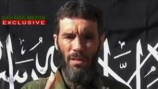 2013年1月21日, 在一段視頻上出現的穆赫塔爾·貝爾摩塔爾(Mokhtar Belmokhtar)