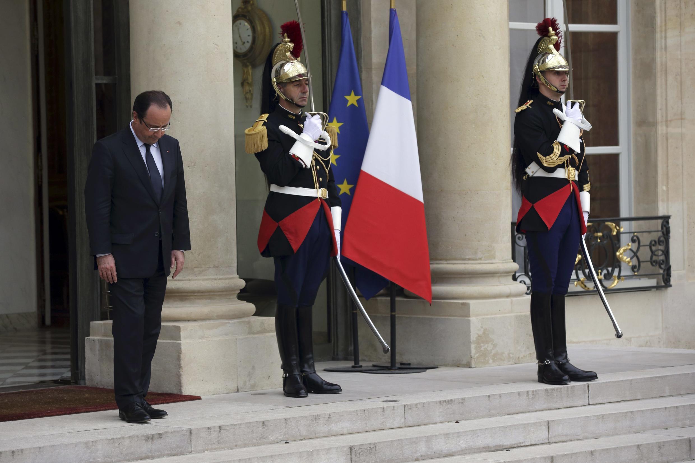 François Hollande, sur le perron de l'Elysée, le 19 juin 2013.