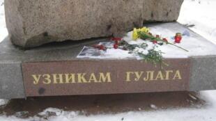 Соловецкий камень на Троицкой площади Санкт-Петербурга