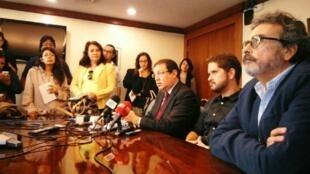 Ante la sanción de la que es objeto por parte del gobierno, el diario La Hora anunció que entra en resistencia.