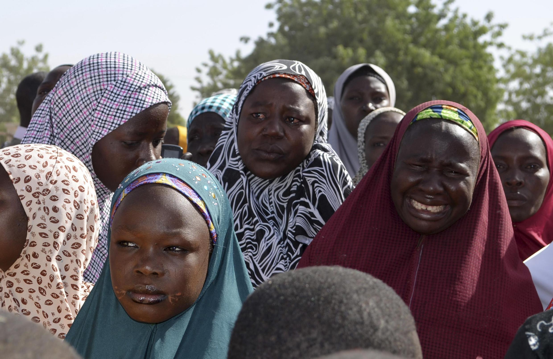 Mères des jeunes lycéennes enlevées par Boko Haram, le 14 avril, lors d'une réunion avec le gouverneur de l'Etat de Borno, le 22 avril 2014.