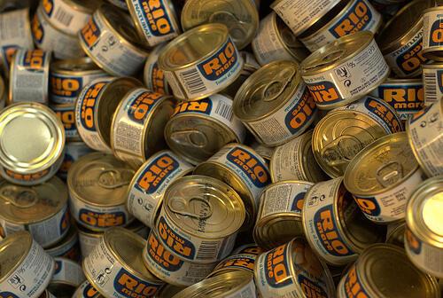 Segundo a agência francesa Anses, as latas de conserva têm alto teor de Bisfenol A.