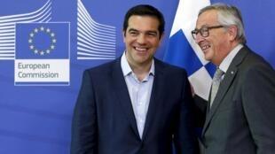 Thủ tướng Hy lạp Alexis Tsipras (trái) gặp Chủ tịch Ủy ban châu Âu Jean-Claude Juncker  tại Bruxelles đẻ bàn về nợ của Hy Lạp ngày 3/6/2015.
