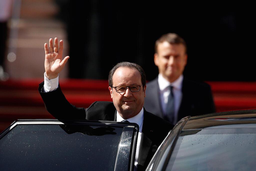 Rais Francois Hollande akiondoka kwenye ikulu ya Elysee mara baadaya kukabidhi madaraka kwa rais mpya Emmanuel Macron, Mei 14, 2016