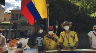 Fernando et ses amis, des supporters colombiens un peu seuls sur les routes du Tour de France cette année 2020.