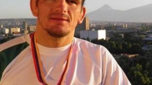 Hugo Passos, campeão mundial da categoria de -66 kg de luta greco-romana para surdos