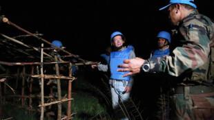 26 mars 2015. Nyanzale, Nord Kivu, RD Congo: le Représentant spécial du Secrétaire général des Nations unies en RDC, Martin Kobler, lors d'une patrouille nocturne du bataillon indien INBATT IV dans les environs de Nyanzale.