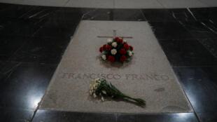 Flores no túmulo do ex-fitador Francisco Franco, do mausoléu Los Caidos, na Espanha, em 19 de junho de 2018.