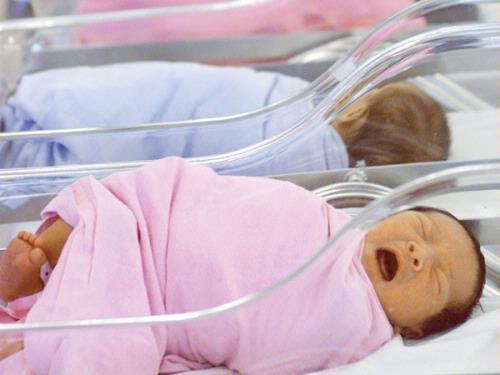 Trẻ sơ sinh tại một bệnh viện Singapore