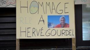 Assassinato do guia de montanha e fotógrafo, Hervé Gourdel, pelos jihadistas Jund al-Khilafa, ligado ao grupo Estado Islâmico, revoltou a comunidade muçulmana.