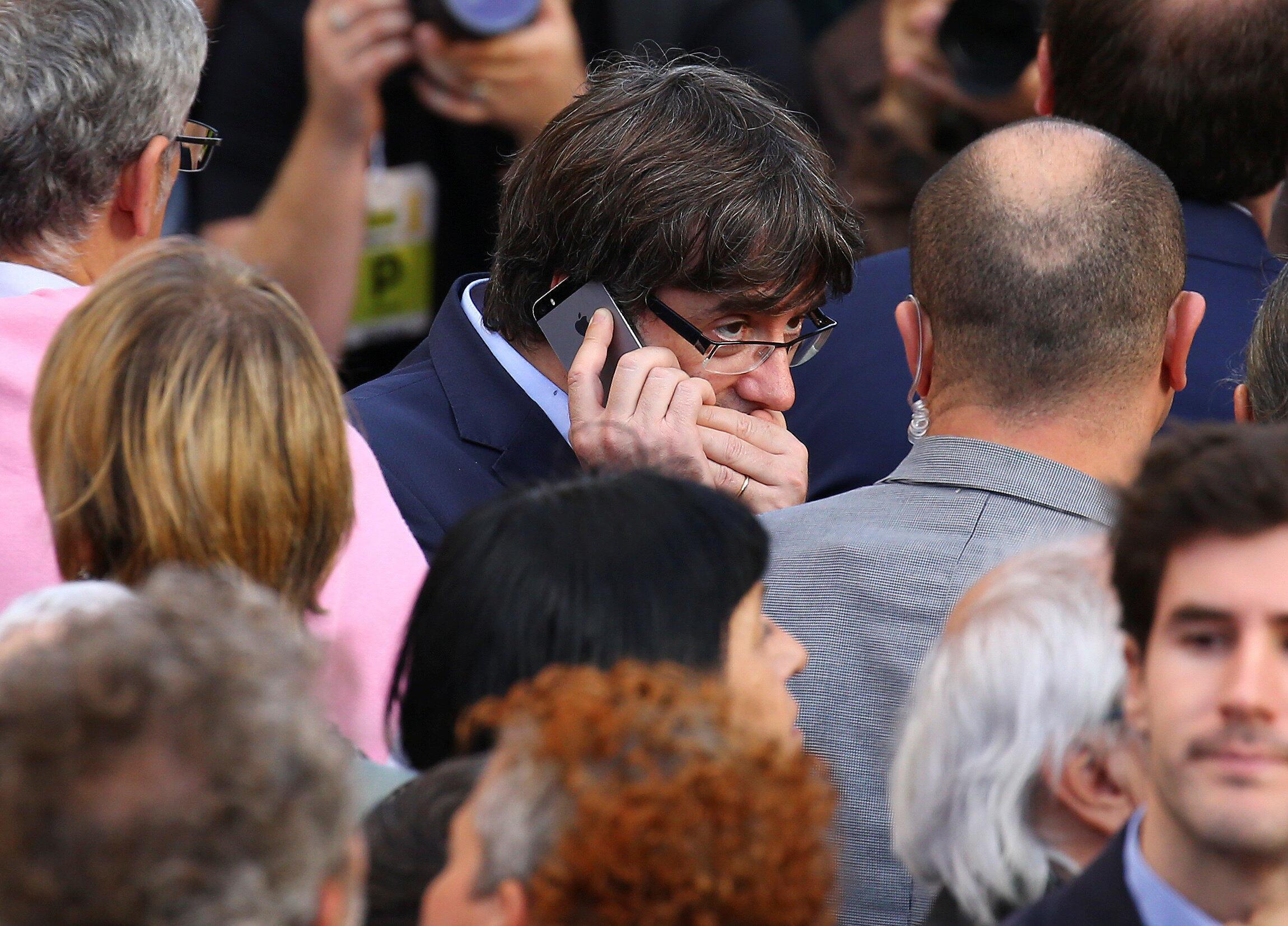 Aliyekuwa rais wa Catalonia, Carles Puigdemont, anasita kurejea Uhispania kwa hofu ya kukamatwa.