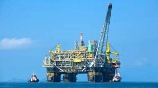 Une plate-forme pétrolière.