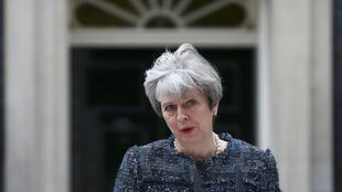 Thủ tướng Anh Theresa May phát biểu trước trụ sở chính phủ số 10 phố Downing, ngày 03/05/2017