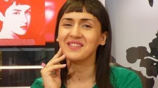 Manuela Guevara en los estudios de RFI