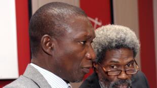 Les avocats de Karim Wade, Amadou Sall (G) et Cledor Cire Ly (D), en avril 2013 à Dakar, Sénégal.