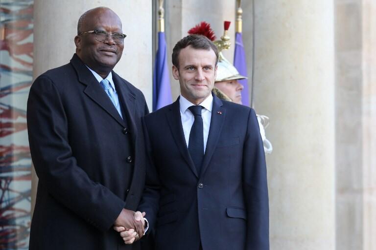 Rais wa Burkina Faso Roch March Christian Kaboré na Rais wa Ufaransa Emmanuel Macron katika ikulu ya Elysee, Desemba 17, 2018.