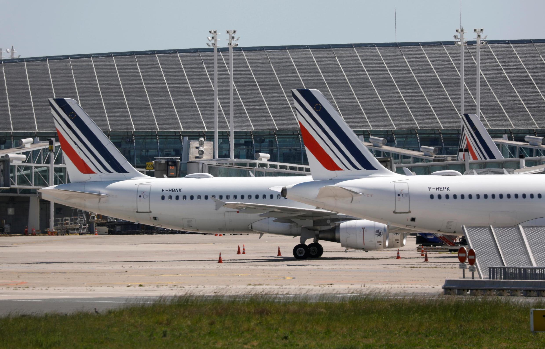 Des avions de la compagnie Air France à l'aéroport Roissy-Charles de Gaulle de Paris le 19 mai 2020 (image d'illustration).