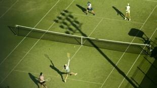Le tennis-leg est une déchirure musculaire du mollet, survenant sous forme d'un coup de fouet brutal.