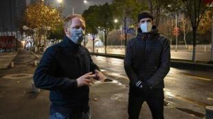 这是Remy et Jonathan,一些同他们一样生活在武汉的法国侨民,没有离开武汉的愿望。