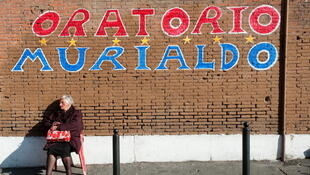 Les personnes âgées seront particulièrement touchées par le nouveau plan de rigueur en Italie. Rome, district de San Lorenzo, le 25 novembre 2011.
