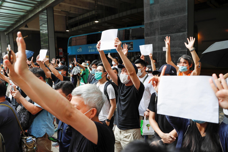 香港民众2020年7月3日举白纸示威抗议国安法