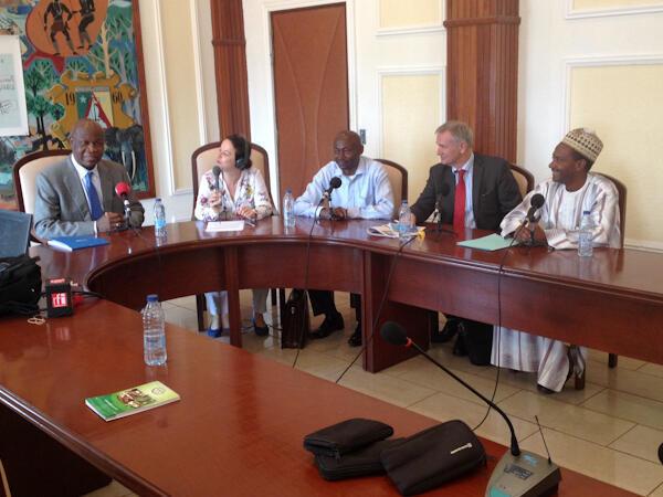 Enregistrement de l'émission C'est pas du vent au ministère de l'Agriculture du Cameroun.