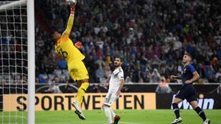 Матч между Францией и Германией закончился со счетом 0-0, но на отсутствие захватывающих моментов болельщиком жаловаться не пришлось
