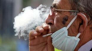 Em cerca de 11 mil doentes internados nos hospitais públicos de Paris no início de abril, apenas 8,5% eram fumantes.