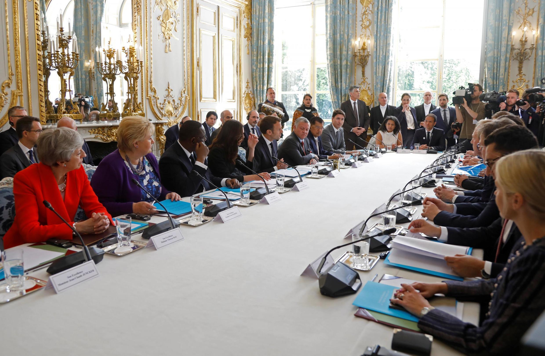 """در جلسهای که بعد از ظهر چهارشنبه ۲۵ اردیبهشت/ ١۵ مه ٢٠۱٩ در کاخ الیزه تشکیل شد، ۲۶ کشور و شرکت بزرگ اینترنتی با امضاء فراخوان """"کرایست چرچ"""" متعهد به مبارزه با تروریسم، افراط گرایی و خشونت در اینترنت شدند."""