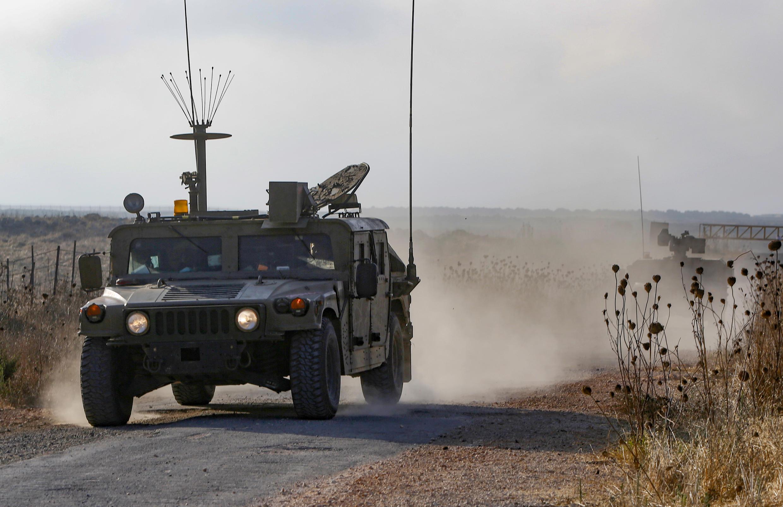 یک خودروی گشت زنی ارتش اسرائیل در مرز سوریه.