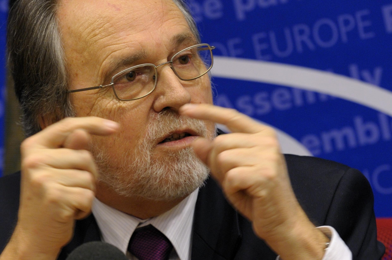 Le sénateur suisse Dick Marty, rapporteur spécial du Conseil de l'Europe, à Paris le 16 décembre 2010.