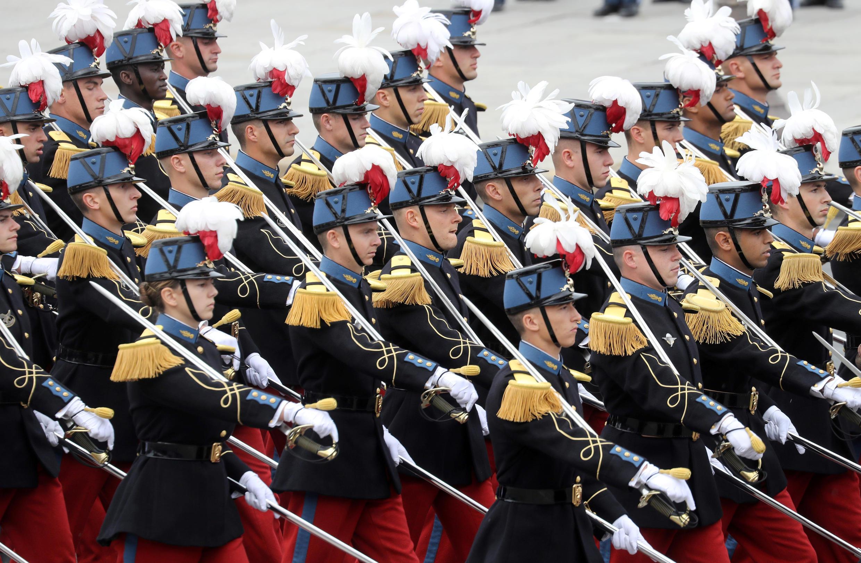 Курсанты военной школы Сен-Сир. Национальный праздник Франции. Площадь Согласия в Париже 14 июля 2020.