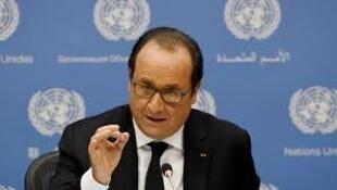 François Hollande  anuncia ataques aéreos