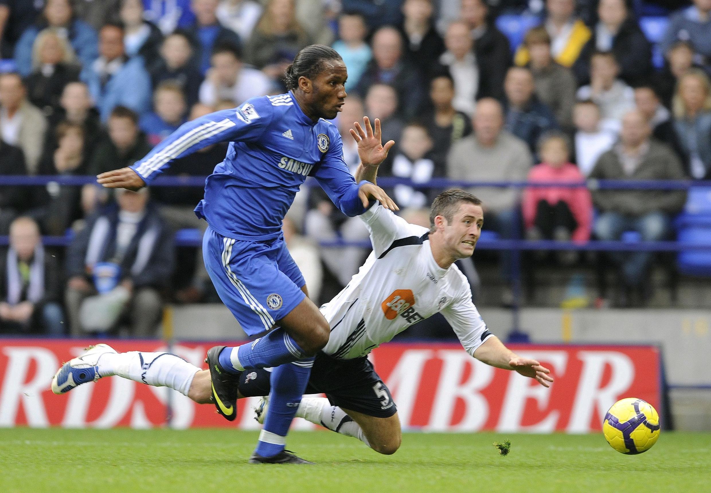 Didier Drogba marque le but du 4-0 pour Chelsea à Bolton.